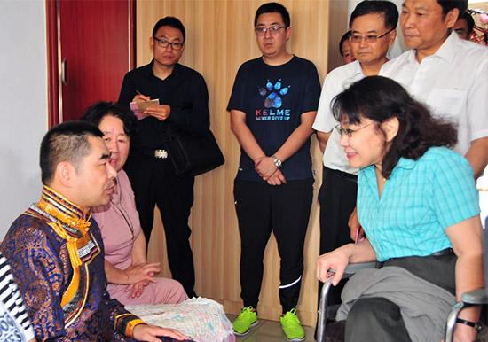 中国残联主席张海迪在内蒙古调研残疾人康复事业